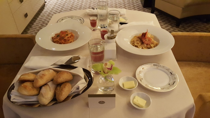 Ordered Linguine Napolitana and Aliolo Gamberone. It comes with a complimentary bread and