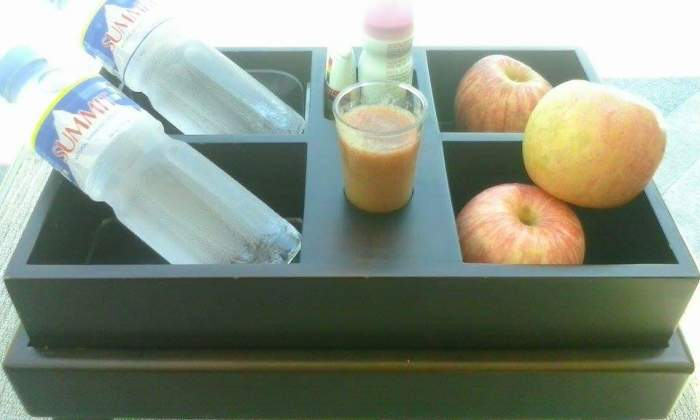 Complimentary cold water, fruits, fruit shake, and a sunblock lotion